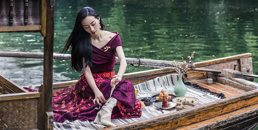 """跟着韩雪游遍烟雨西湖才明白何谓""""美景配佳人"""""""