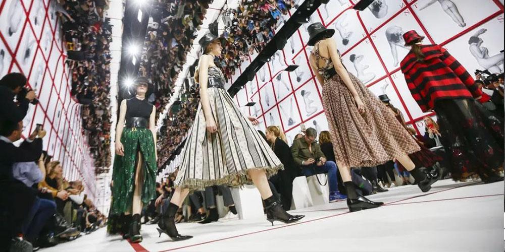 Dior还是没忍住гм终于把手伸向了经典之巅的New Look年代гб